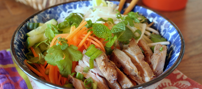Vietnamese Bun: Refreshing Noodle Salad with Vegetables, Chicken & Herbs